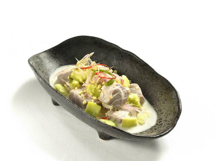 Ceviche peruano en restaurante gourmet