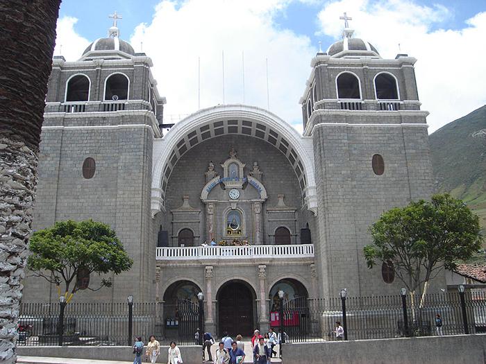 La Catedral de Otuzco, templo de la Virgen de la Puerta